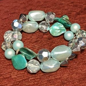 Pair of stretched bracelets